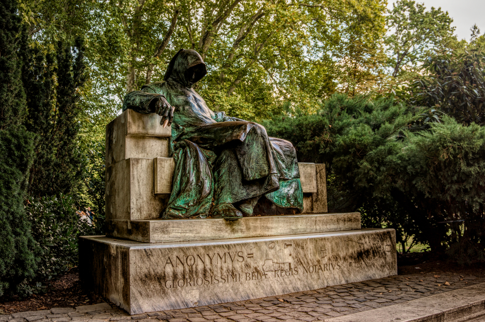 "Statua in bronzo di Budapest: ""the mysterious Anonymous"""