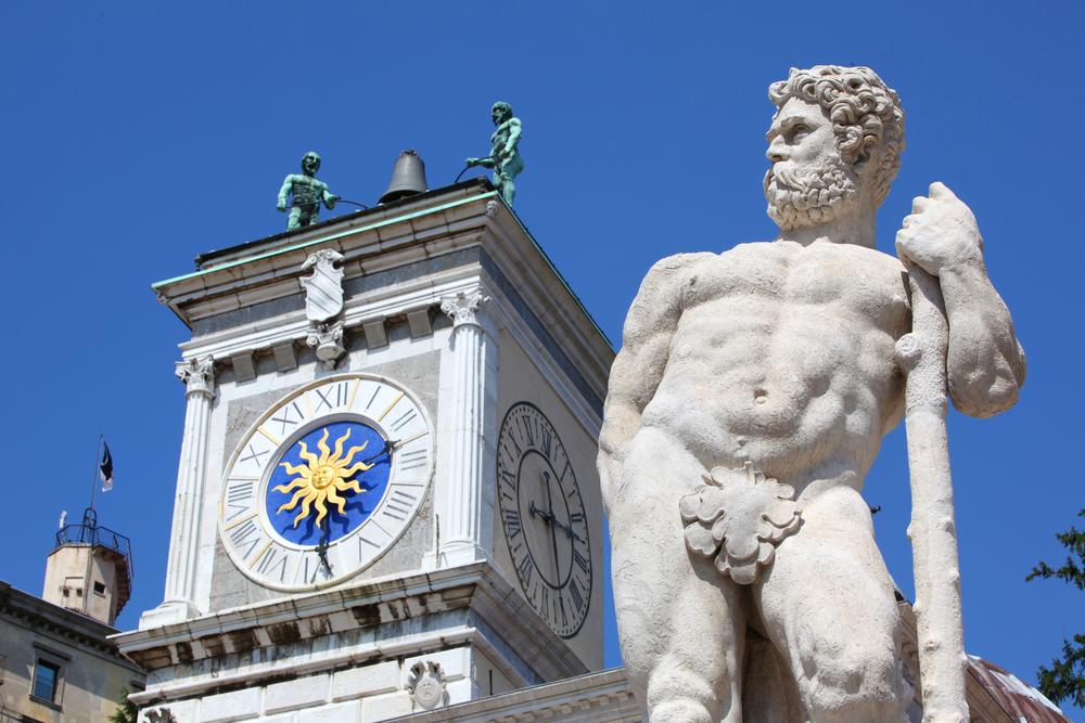 Torre dell'orologio e statua in Piazza della Libertà - Udine