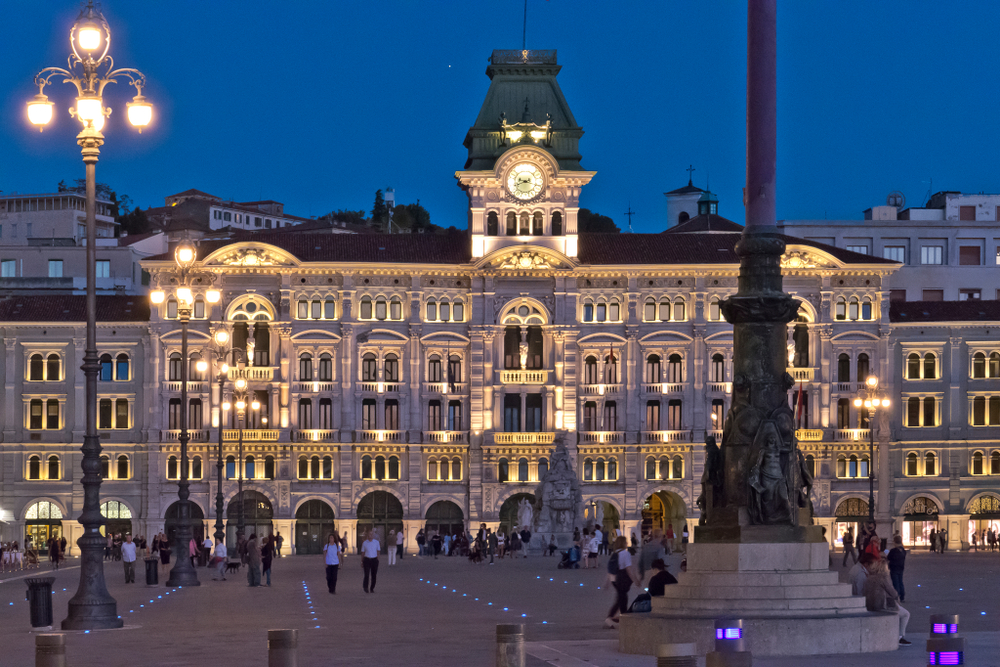Piazza Unità d'Italia di sera