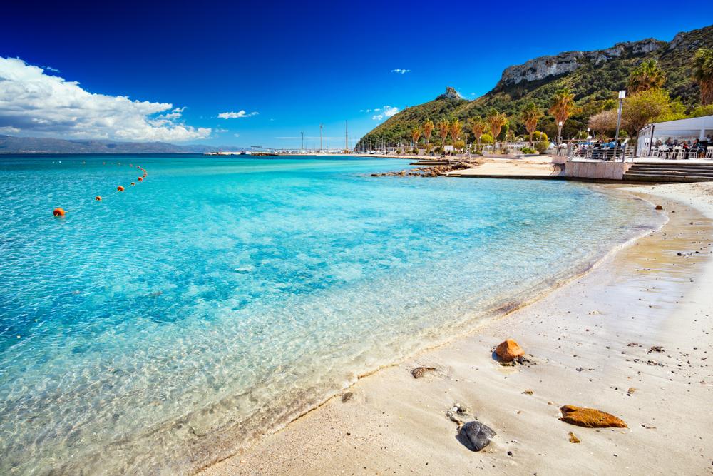 La Spiaggia del Poetto e il suo mare cristallino